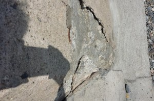 2014_08_07_crack_in_wall